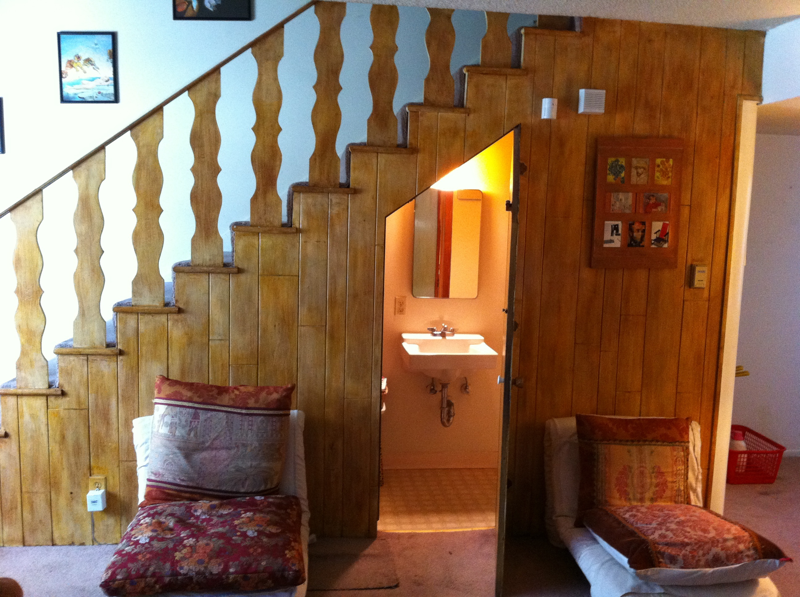 Day 4 into the great wide open lindsayinlalaland for Bathroom design under stairs